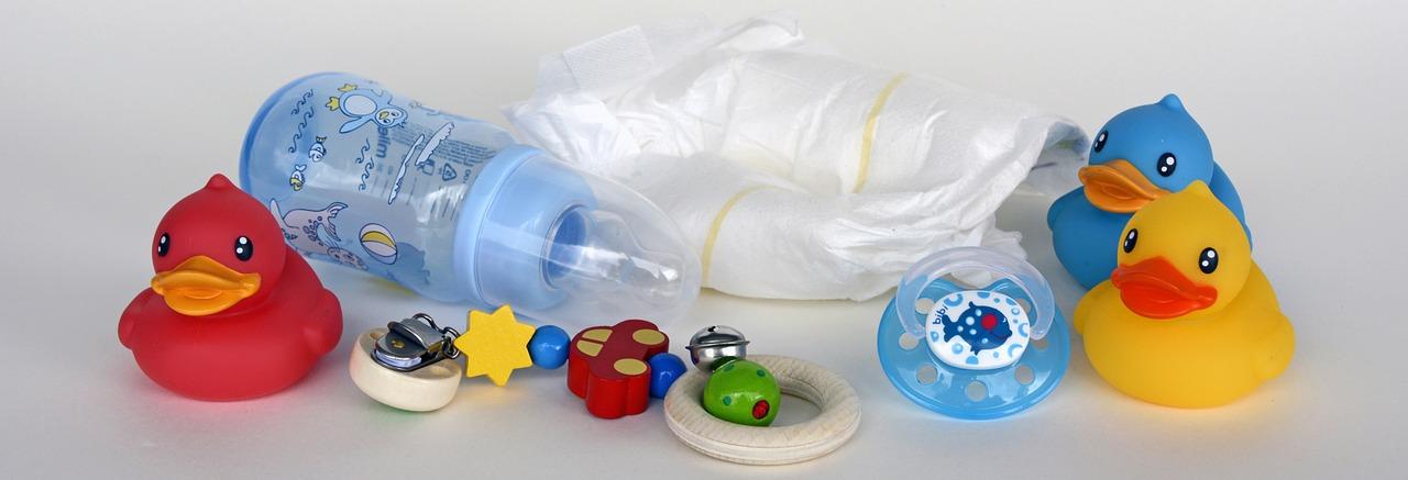 Plecak na pieluchy – akcesoria przydatne na spacerze z niemowlakiem
