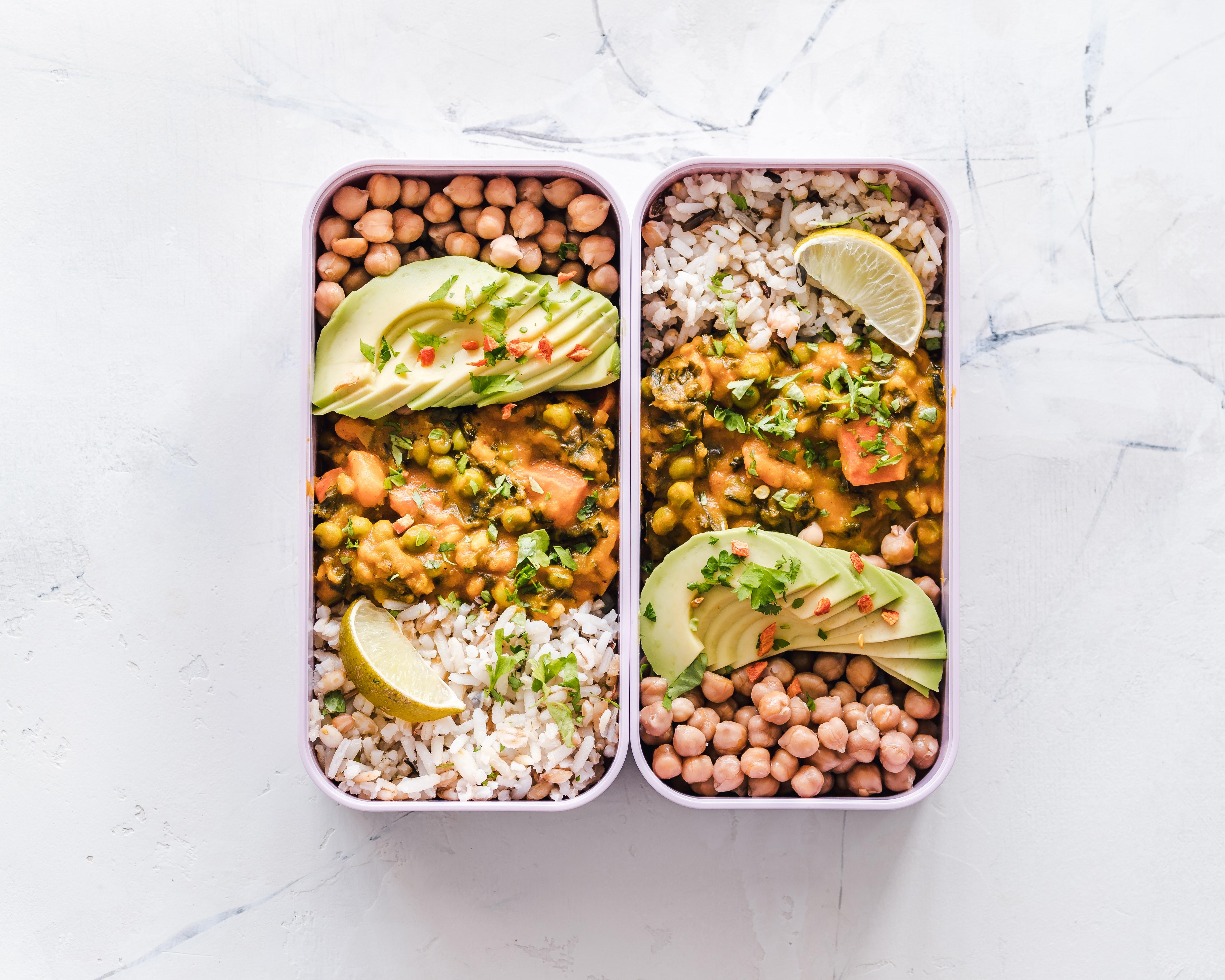 Jedzenie z dowozem Sulejów – gotować w domu czy zamawiać catering